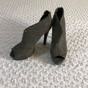 Guess ladies size 91/2 heels